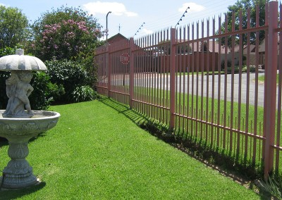 PALLISADE FENCING DOMESTIC